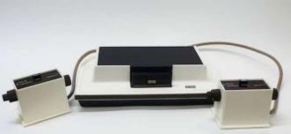 家庭用ゲーム機はファミコンが初...