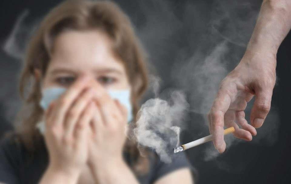タバコを嫌う画像