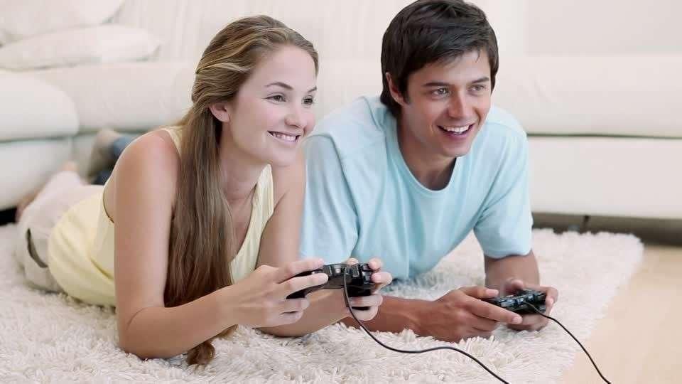 一緒にゲームをしている画像