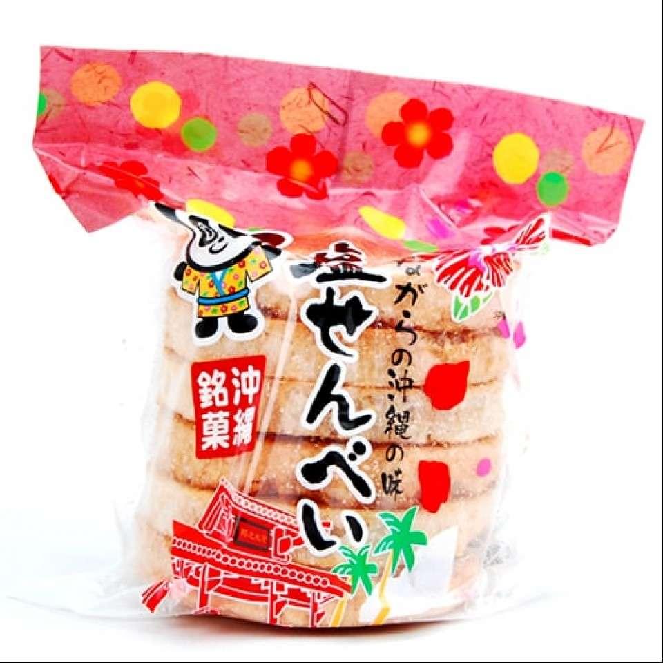 沖縄県の名物「塩せんべい」