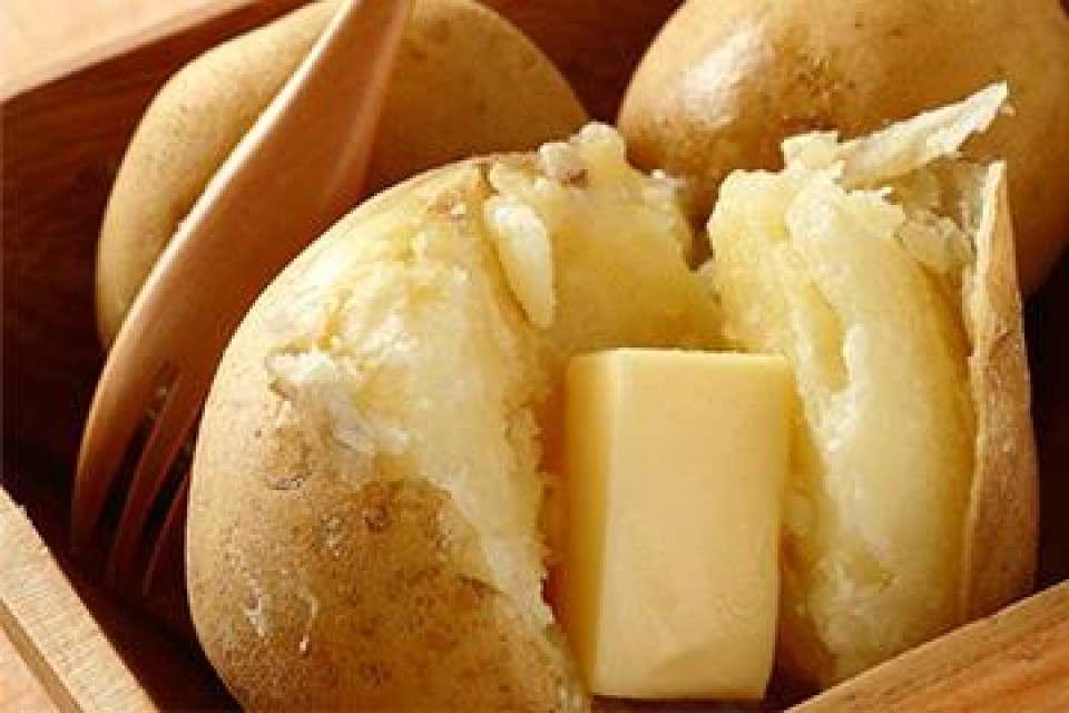 【さっぽろ雪まつり】おすすめの食べ物『じゃがバター』画像