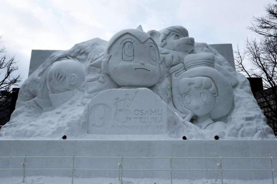 【さっぽろ雪まつり】歴代雪像「手塚治虫 生誕90周年記念 オールスターズ」画像