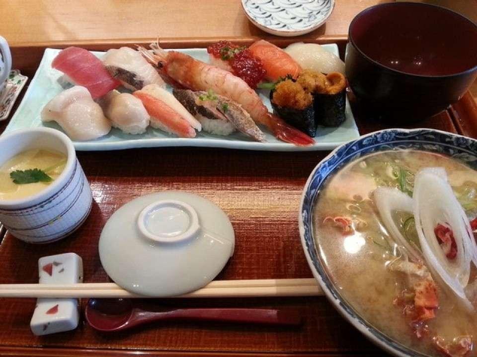 リーズナブルに大満足の回らないお寿司屋さん『四季花まる時計台店』画像